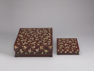 葡萄栗鼠螺鈿箔絵料紙硯箱