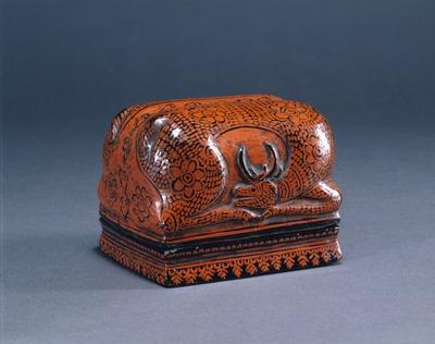 花文蒟醤鹿形小箱