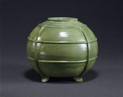 緑釉四足壷