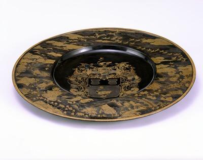 紋章蒔絵飾皿