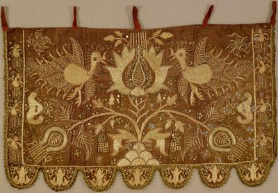 ビロード地花樹鳥文様刺繍装飾用掛布