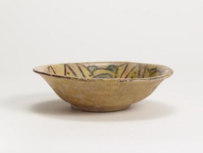 黄地三彩花文鉢